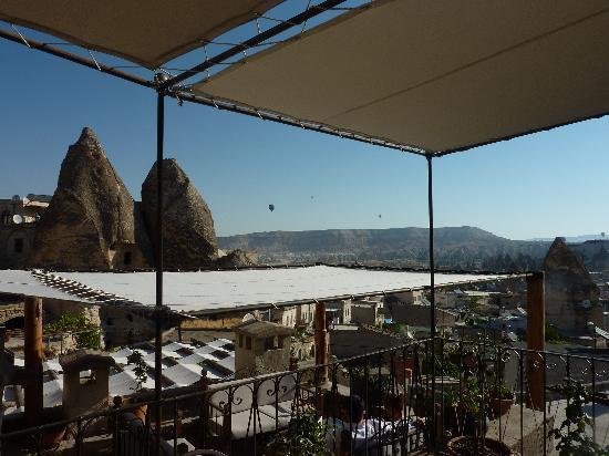 Sultan Cave Suites: ここにもテーブルあり朝食可