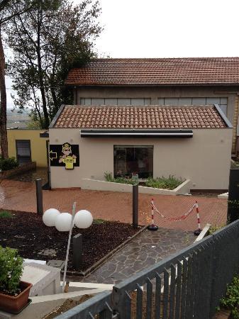 Ristorante Pizzeria Da Rossi: lo store ufficiale nel cortile della pizzeria