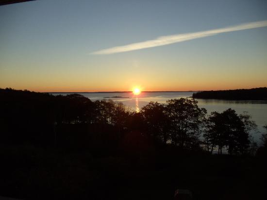 Ledges By the Bay: Sunrise from Balcony