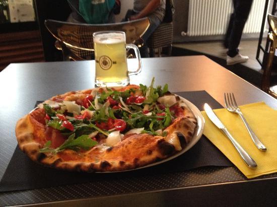 Tavullia, Ιταλία: pizza casanova savelli...ottima!!!