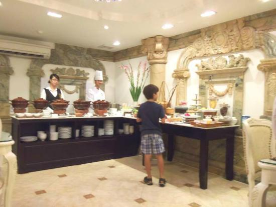 Hanoi Meracus Hotel 1: so many choices for breakfast