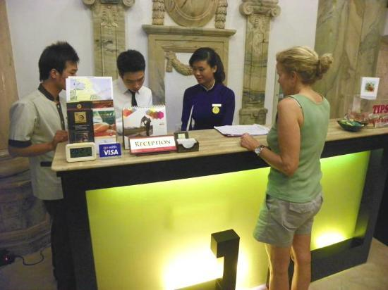 Hanoi Meracus Hotel 1: check out time in reception