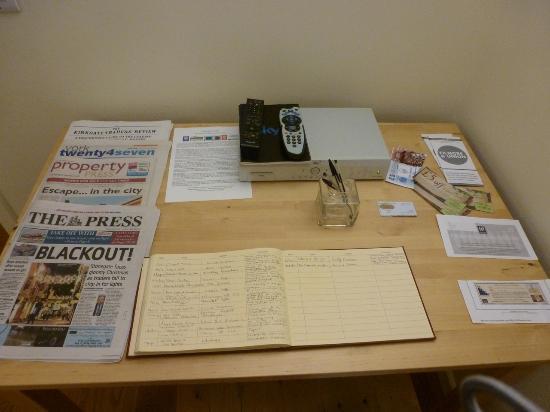 Bootham Gardens Guesthouse: Breakfast room newspapers