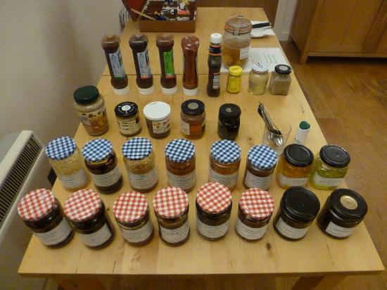 Bootham Gardens Guesthouse: Breakfast jams & marmalades etc
