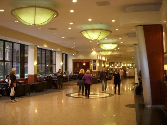 Holiday Inn London Kensington Forum: ロビー02