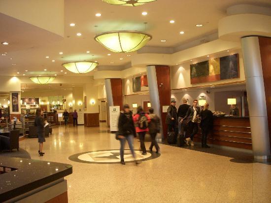 Holiday Inn London Kensington Forum: ロビー01