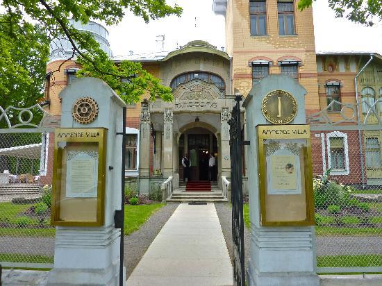 Ammende Villa Restaurant : Front entrance to the villa