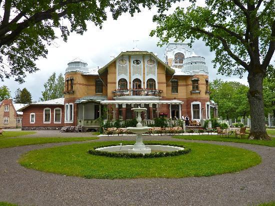 Ammende Villa Restaurant : Side view of this villa