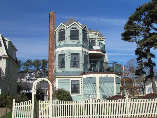 Ogunquit Beach: An elegant house.
