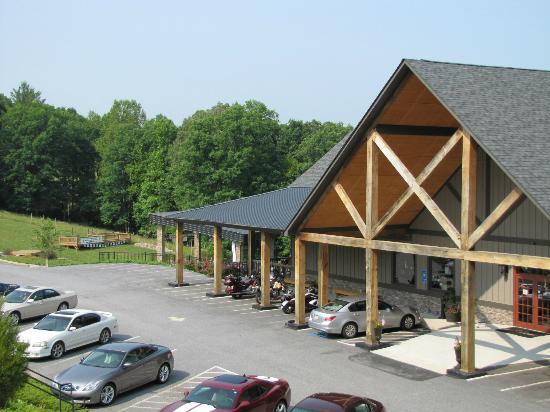 Copperhead Lodge: Front of the lodge building