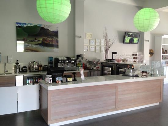 Lluvia Deli Bar & Artefacto: bar and ordering station