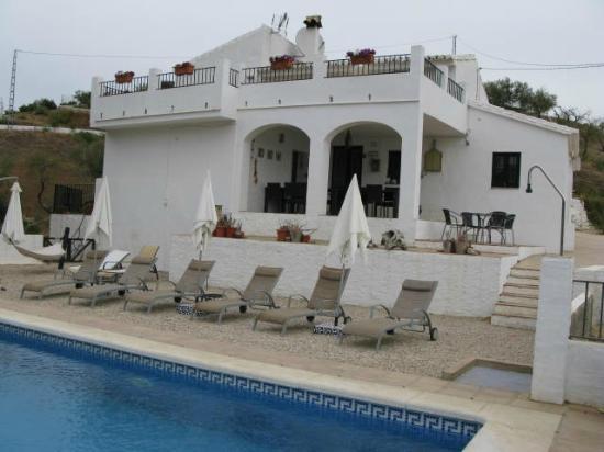 Casa Colina: Blick vom Pool zur Frühstücksterrasse