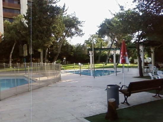 Jerusalem Gardens Hotel & Spa: сад