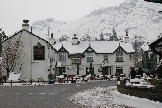 Black Bull Inn and Hotel: Black Bull in the snow