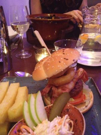 Waterhead Hotel: Waterhead burger - YES!