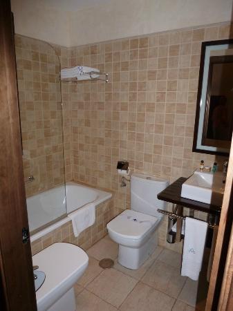 Apartamentos Ardales: Bathroom