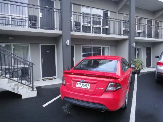 Dunedin Palms Motel : Parkplatz