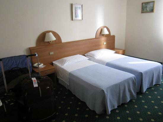 هوتل هلفيتيا: room 