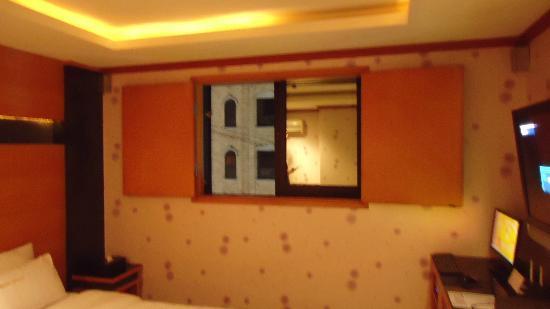 Manhattan Hotel: Room Window