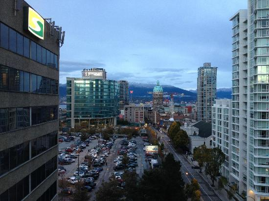 YWCA Hotel Vancouver: View from Room 1209
