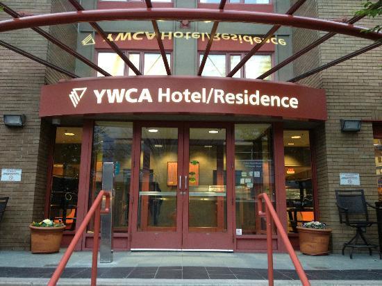 YWCA Hotel Vancouver: Entrance