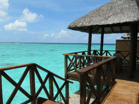 Fihalhohi Island Resort: Our favourite place - WB deck!