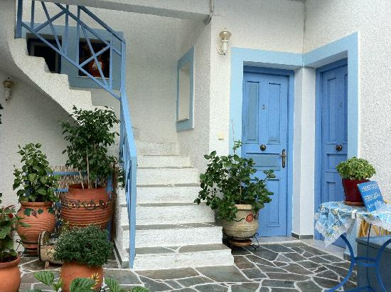 Pension Elektra: Greek colours all the way around the pension!