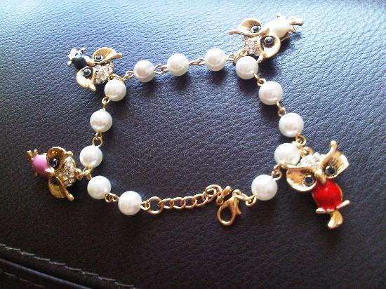 Borghetto Flaminio: owl charm bracelet