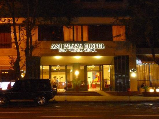 Ani Plaza Hotel: .