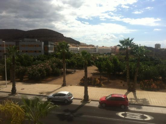 Marylanza Suites & Spa: view from g block.. not a busy road