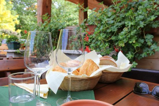 Sweet Travel Private Tours: Wine tasting and lunch