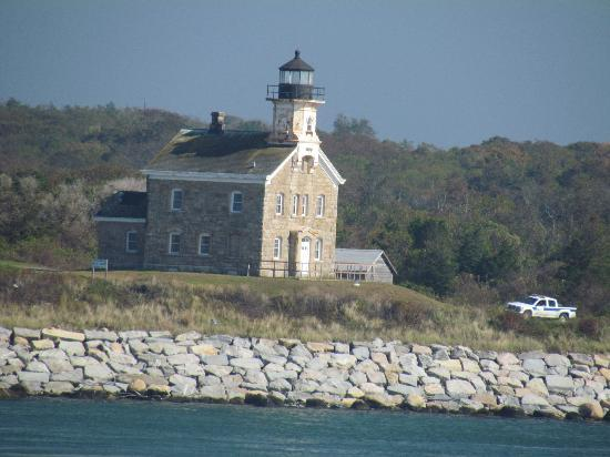 Cross Sound Ferry: Plum Island Lighthouse.