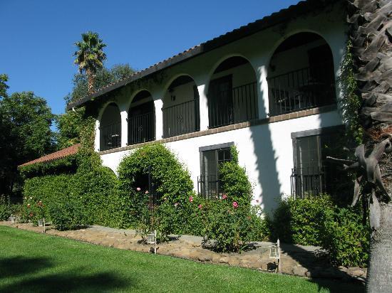 Spanish Villa Inn: mediterranean style building