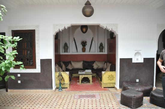 Riad Charme d'Orient: Die Sitzecke im Patio