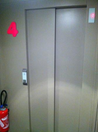 Hotel Georgette: elevator