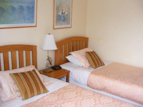 Bavaria Bed & Breakfast Hotel: comfortable, cosy. clean, fresh, private room