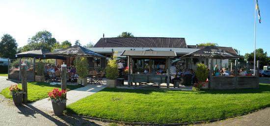 Sneek, Нидерланды: De Kajuit, gelegen aan de jachthaven De Domp