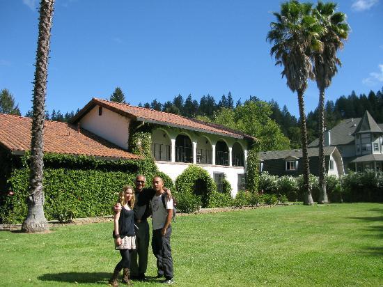 Spanish Villa Inn: Roy the host