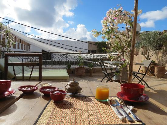 Riad Dar Massai: Petit déjeuner en terrasse