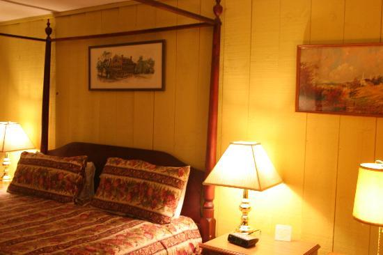 Beekman Arms and Delamater Inn: Our room in the Annex