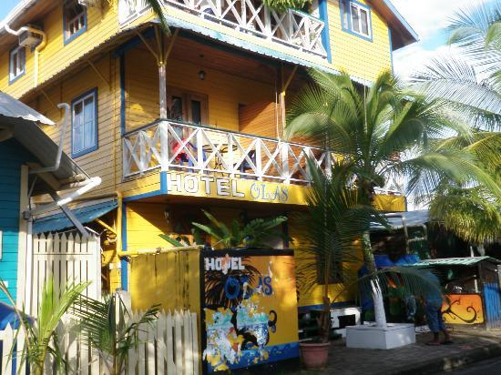 Hotel Olas: street entrace