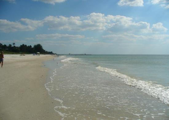 Inn of Naples: Beautiful beach