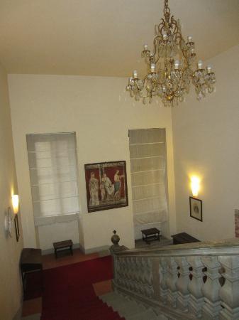 Hotel Bosone Palace: scala principale
