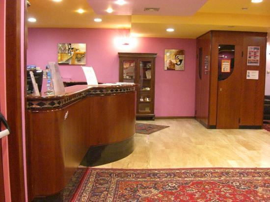 Hotel Porta Palio: Reception3