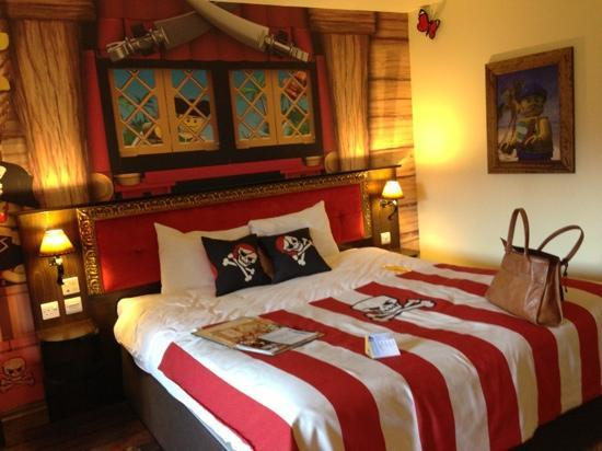 LEGOLAND Resort Hotel: pirate room - adult bed
