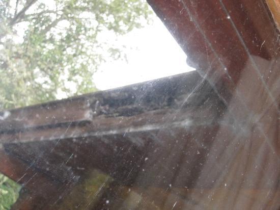 พอร์ทโซนาชัน โฮเต็ล แอนด์ ลอดจ์ ออน ลอชออว์: View of eaves from kitchen