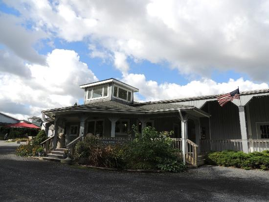 Knapp Winery & Vineyard Restaurant : Outside