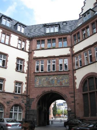 Frankfurt on Foot Walking Tours: The courtyard behind the Romer, with beautiful murals.