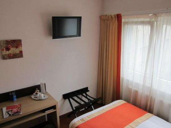 Bon-Port Hotel: Room