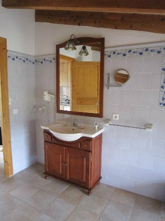 bad mit badewanne mit duschwand, bidet, toilette, waschbecken, Hause ideen